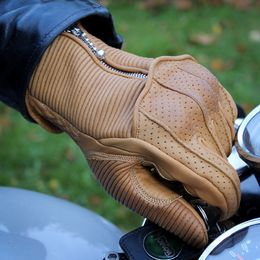 A tight fitting classic motorcycle gloves with knuckle armor and silk lining.